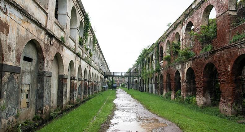 암바라와 포로수용소