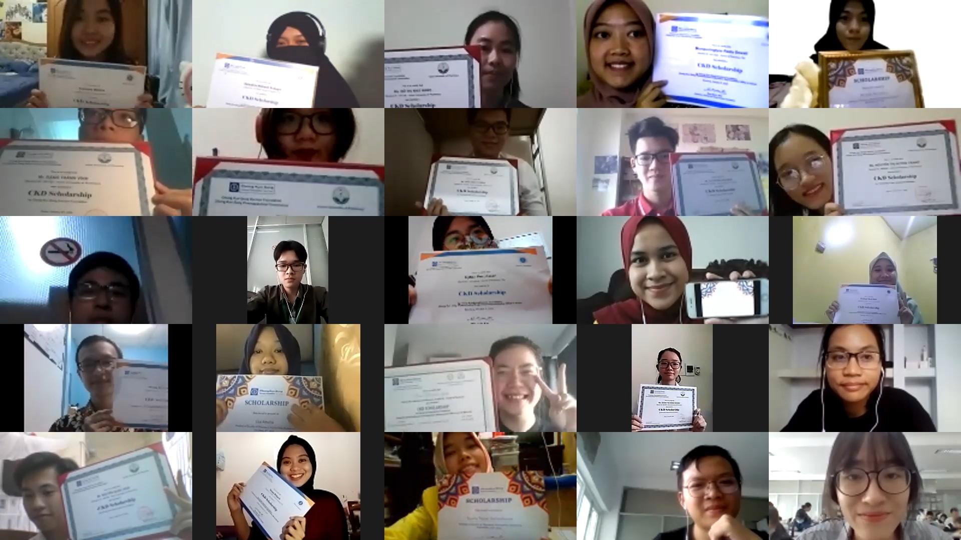종근당고촌재단은 8일 장학증서 수여식을 열고 인도네시아국립대학과 반둥공과대학, 베트남의 하노이약학대학과 호치민의약학대학에서 선발한 현지 장학생 40명에게 장학금을 전달했다
