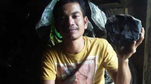 2020년 11에 수마트라섬 중앙타파눌리군에 사는 조슈아 후타가룽(33)이 운석을 발견