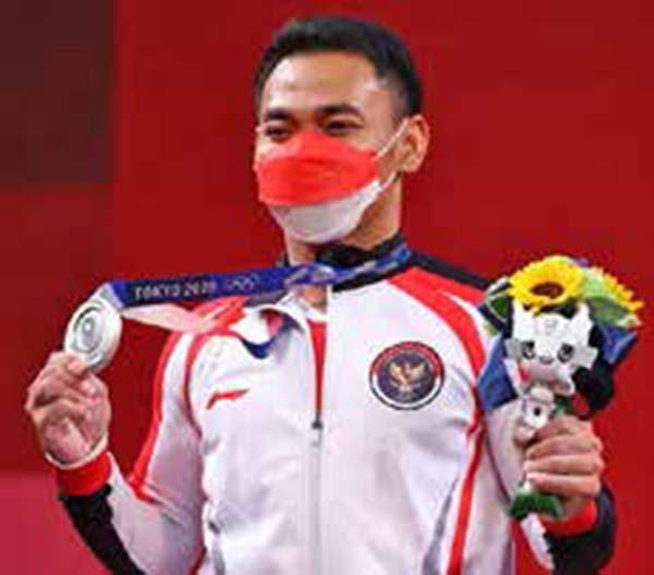2020 도쿄올림픽에서 은메달을 딴 역도 에코 율리 이라완 선수